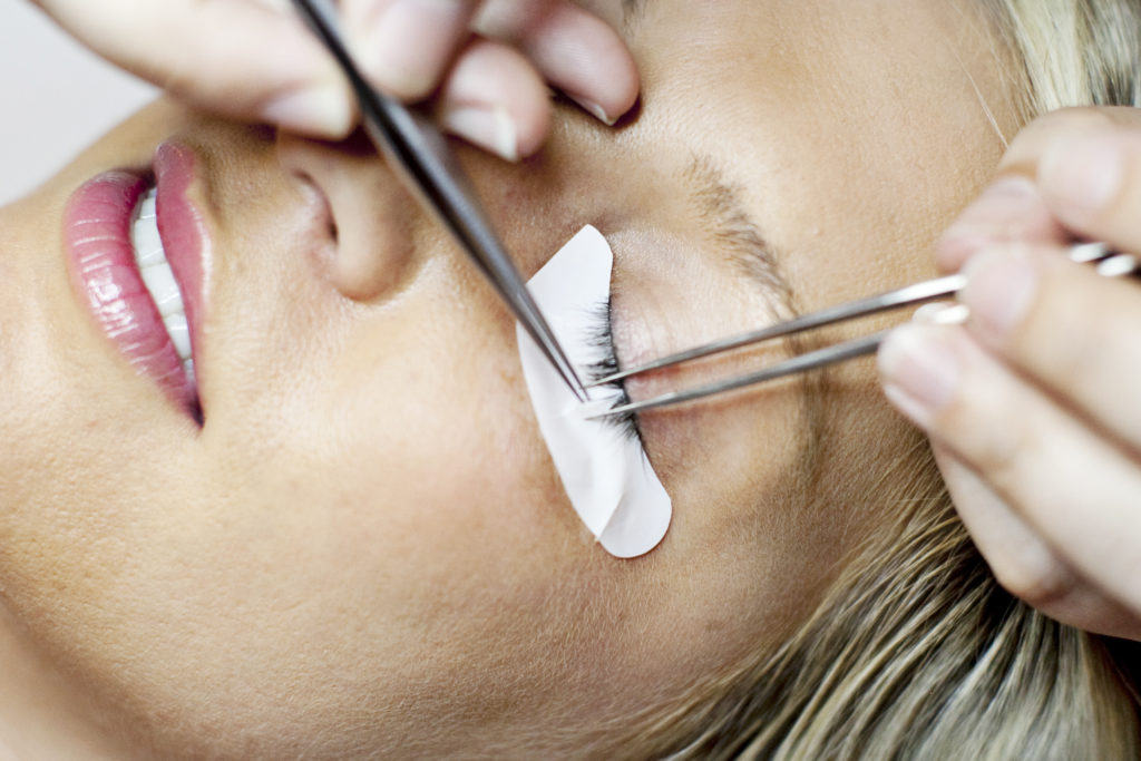 Extensions should be applied to only natural lash at a time.