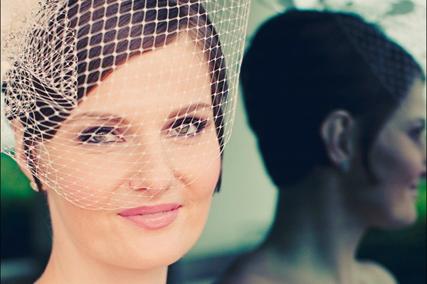 A picture perfect example of a bridal bird cage veil.